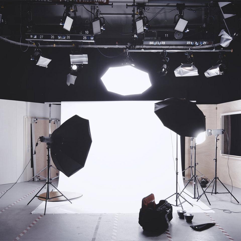 Directores de cine dirigiendo anuncios de publicidad